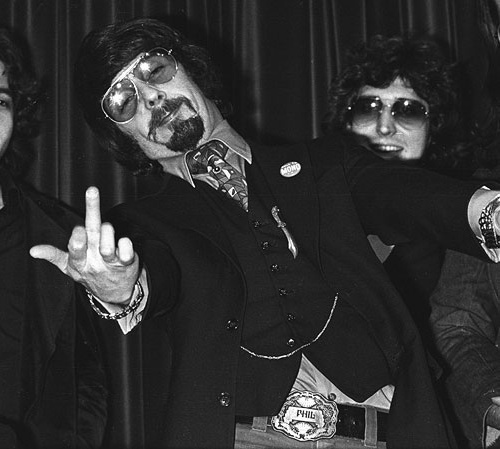 Phil-Spector-finger