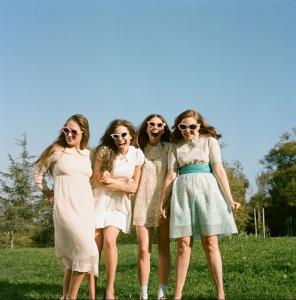Wedding-Photo-Girls-HBO-296x300