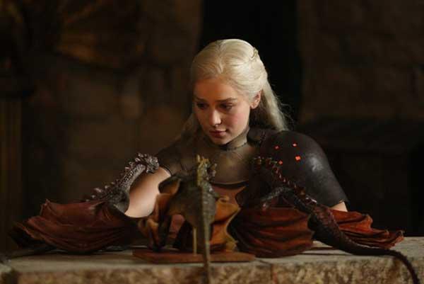 Daenerys-Targaryen-daenerys-targaryen-32360388-800-534