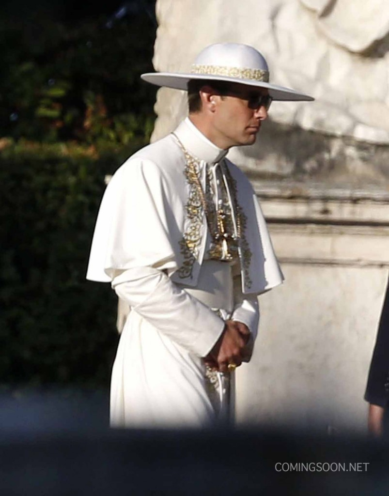 TheYoungPope-803x1024